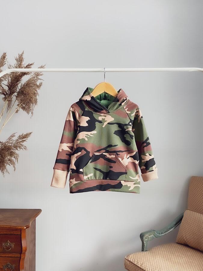 kamufliažo džemperis su kapišonu