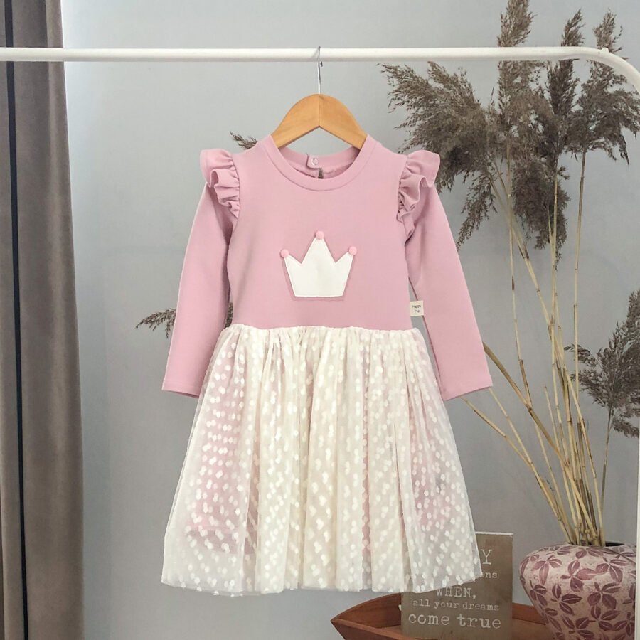 rožinė suknelė su karūnos aplikacija