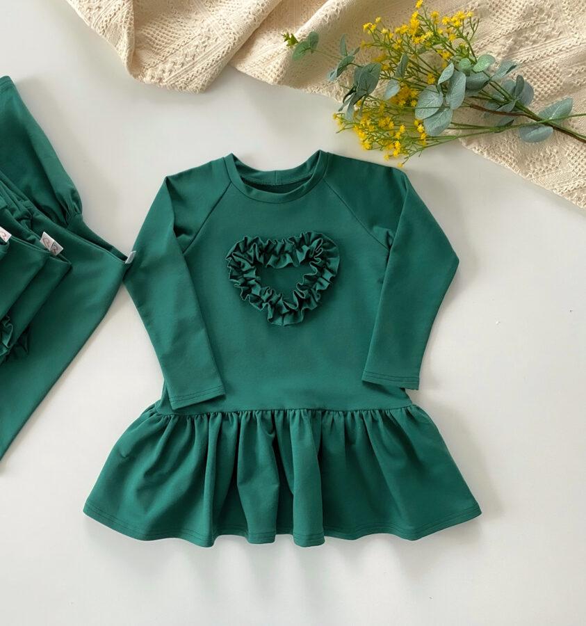 žalia suknelė su besisukančiu sijonėliu