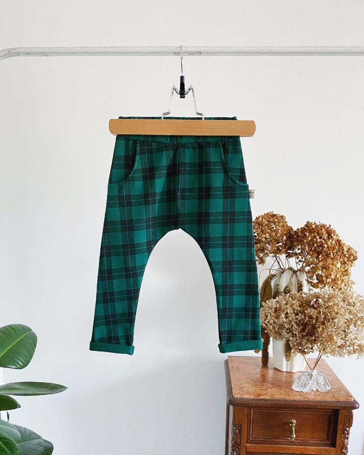 languotos žalios kelnės